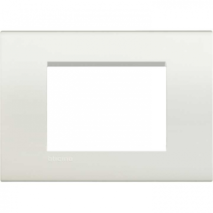 LNA4803BI living international bticino placche bianco 3   posti