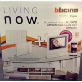 Living now lnowmix2019 kit videocitofono 100x connesso piu' cronotermostato x8000 e comandi Bticino